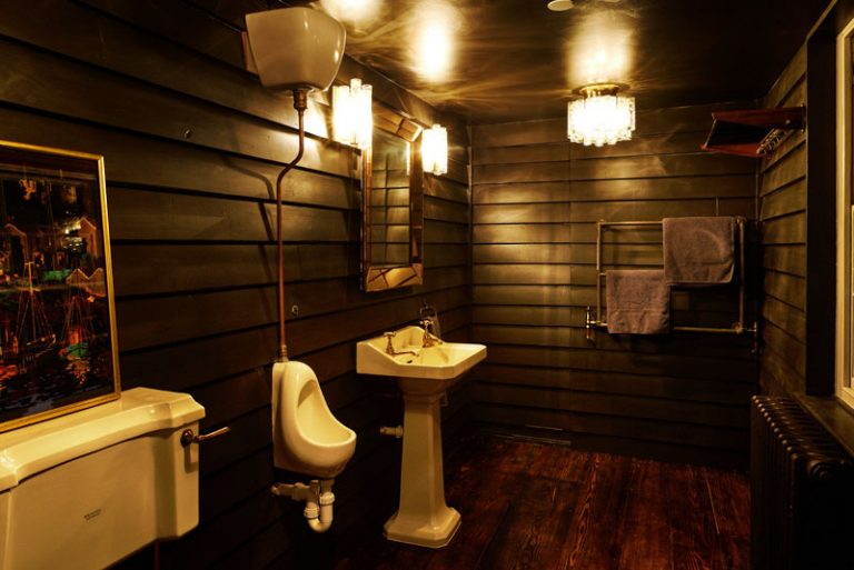 net-hut-bathroom